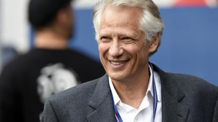 L\'ancien Premier ministre Dominique de Villepin, le 23 avril 2014 au Parc des Princes (Paris).