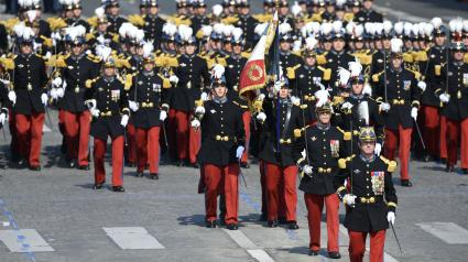 """Résultat de recherche d'images pour """"défilé militaire saint cyr"""""""