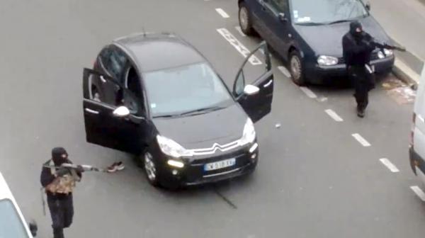 """Capture d'écran de la vidéo filmée par Jordi Mir et mise en ligne le 7 janvier 2015, après l'attentat qui a visé """"Charlie Hebdo""""."""