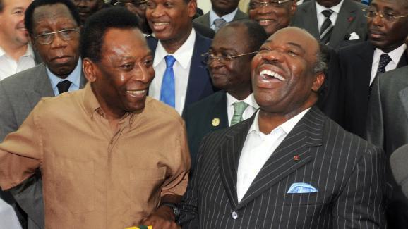 Pelé et Ali Bongo au stade de l\'Amitié de Libreville (Gabon), le 9 février 2012.