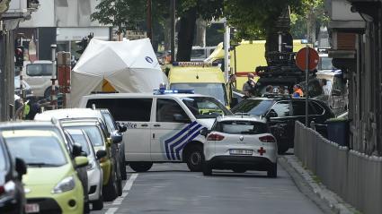 Quelques minutes après l\'assaut, le quartier autour du lycée Waha de Liège (Belgique) a été complètement bouclé, mardi 29 mai 2018.