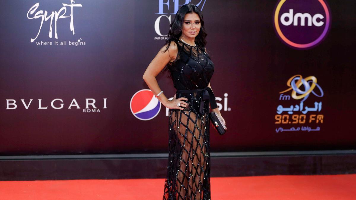 L Actrice Egyptienne Rania Youssef Risque 5 Ans De Prison Pour Une Robe Transparente