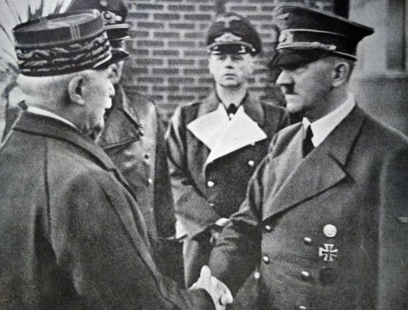 Philippe Pétain et Adolf Hitler, le 24 octobre 1940 àMontoire-sur-le-Loir (Loir-et-Cher).