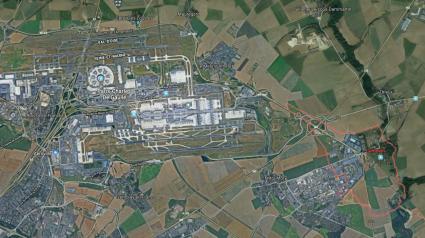 Le village de Compans est situé à seulement 4 km de l\'extrémité de la piste sud de l\'aéroport Paris–Charles–de–Gaulle.