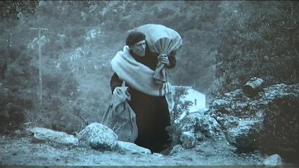 Réfugié espagnol franchissant les Pyrénées début 1939.