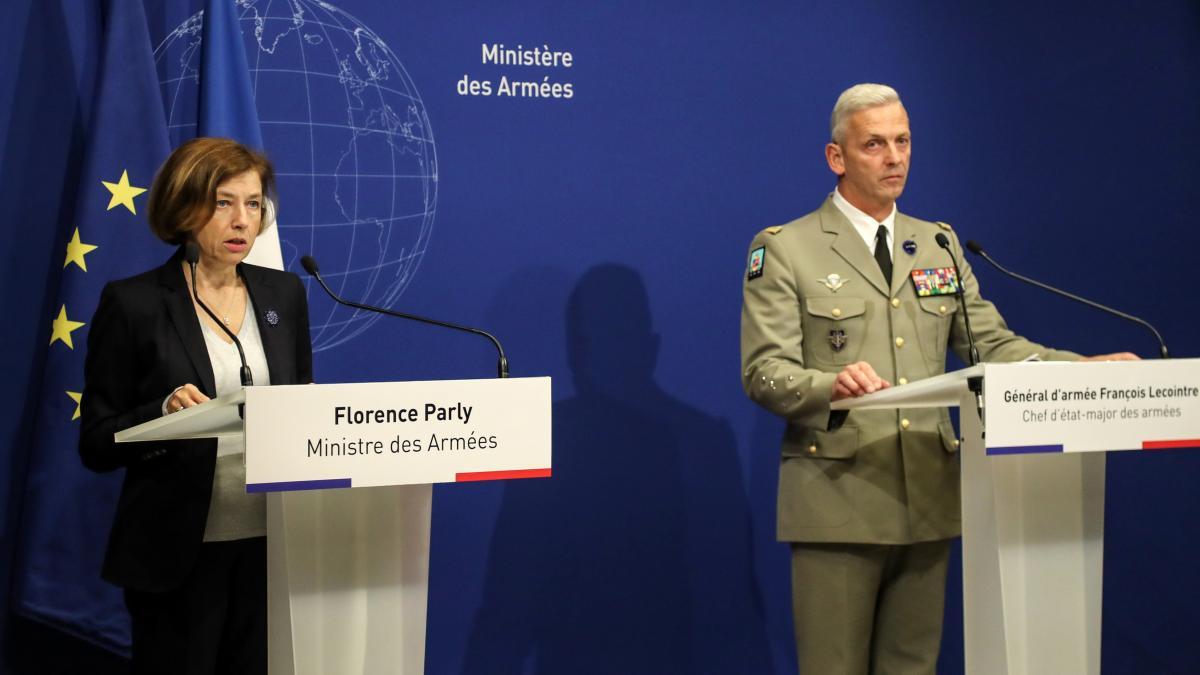La ministre Florence Parly et le chef d\'état-major François Lecointre donnent une conférence de presse à Paris, le 10 mai 2019.