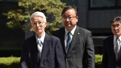 L\'ancien président de Tepco, Tsunehisa Katsumata, à gauche sur la photo, a été acquitté par le tribunal de Tokyo le 19 septembre 2019.