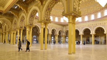 Intérieur de la mosquée Massalik ul Jinaan inaugurée officiellement le 27 septembre 2019 à Dakar. L\'édifice, plus grande mosquée de l\'Afrique de l\'ouest, a été construit à l\'initiative de la puissante confrérie mouride.