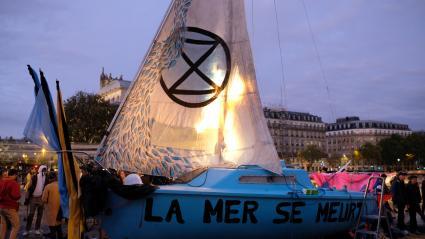 Installation d\'Extinction Rebellion, à Paris, le 8 octobre.