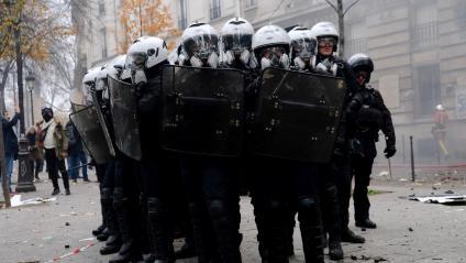 Des forces de l\'ordre, à Paris, le 5 décembre 2019.