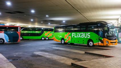 Des cars dans une gare routière à Paris, le 8 décembre 2019.