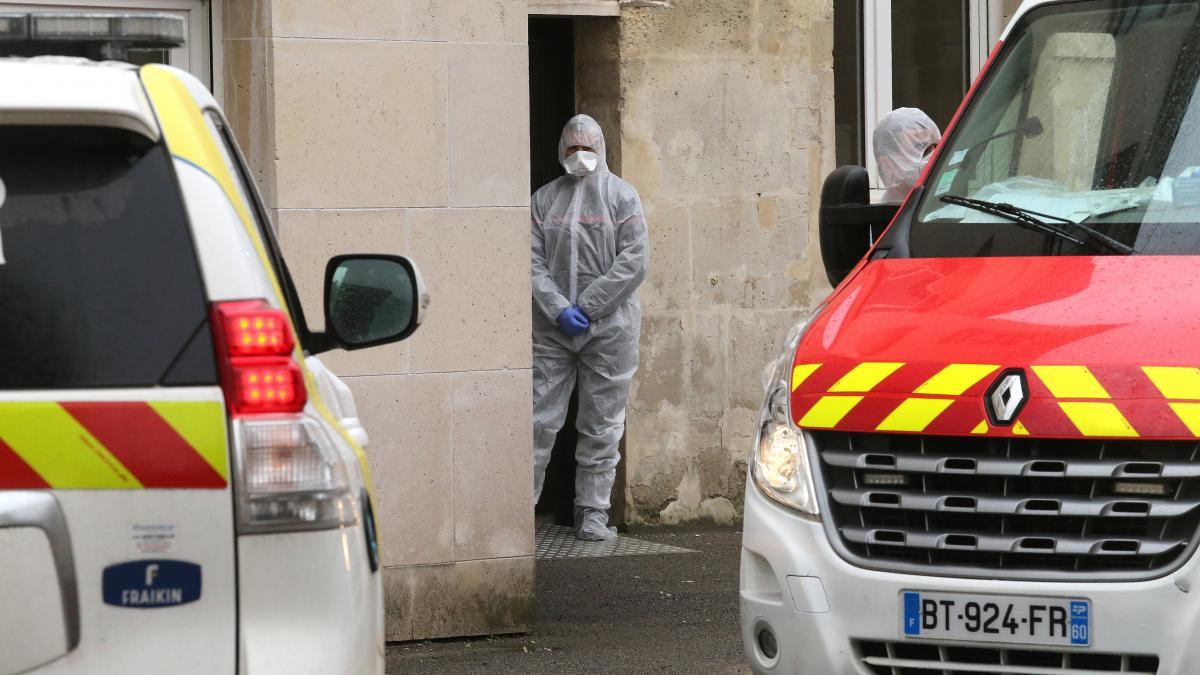 Intervention des services d\'urgence liée à l\'épidémie de coronavirus, le 2 mars 2020 à la maison de retraiteEtienne Marie de la Hante à Crépy-en-Valois.