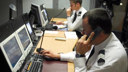 À Paris, le centre d\'appel de Police secours est encombré par les appels de délation (illustration à la préfecture de police de Paris).