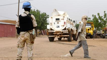 Un soldat de la Mission des Nations Unies au Mali (Minusma) dans les rues de Gao au Mali le 3 août 2018.